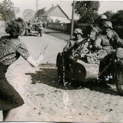 Ukranian woman and a boy welcome soldiers of the German Wehrmacht 1941